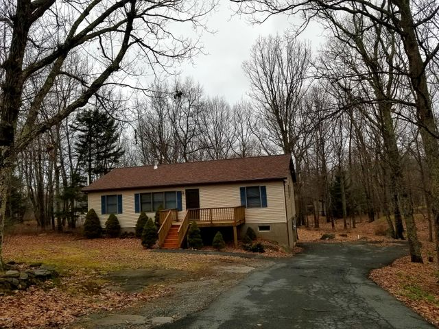 123 Horseshoe Ln, Lords Valley, PA 18428