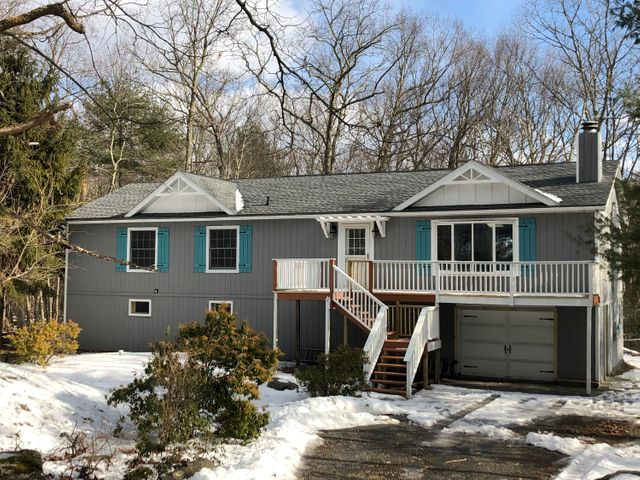 215 Comstock Dr, Lords Valley, PA 18428