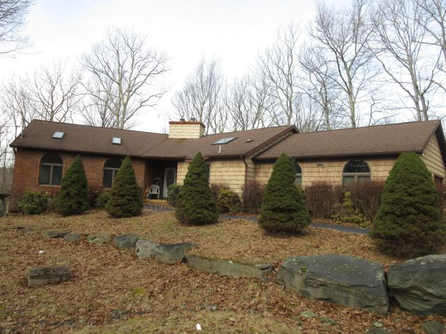 102 Hickory Dr, Lords Valley, PA 18428