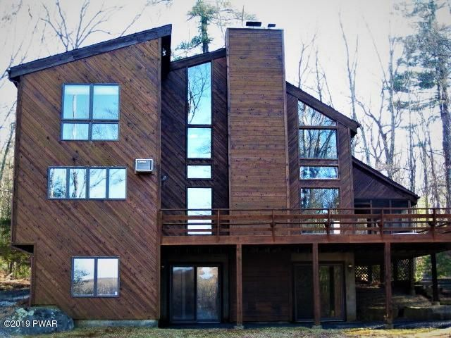 104 Bayberry Dr, Lords Valley, PA 18428
