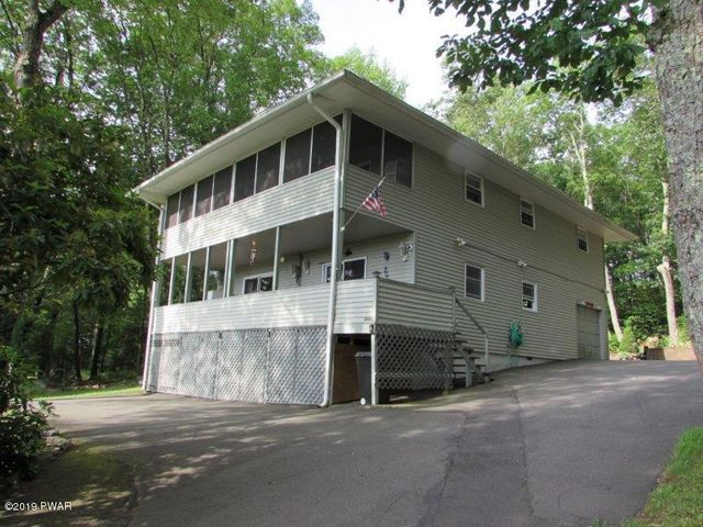 102 Lookout Dr, Lords Valley, PA 18428