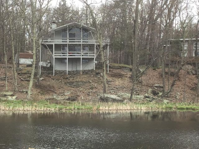 805 Widgeon Ct, Lords Valley, PA 18428