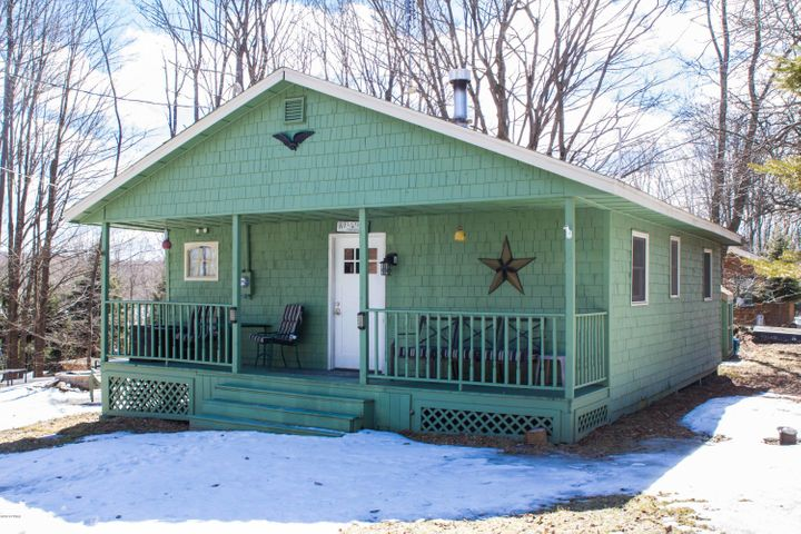 14 4Th St, Thompson, PA 18465