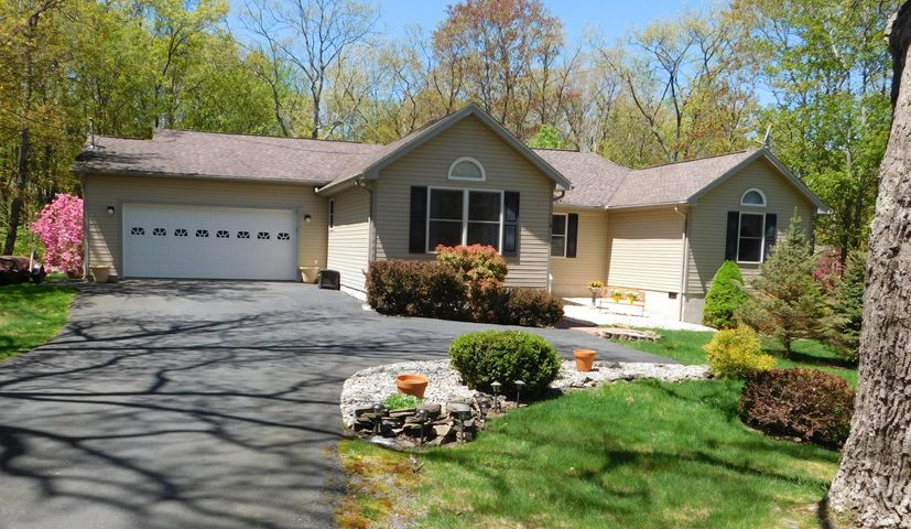 118 Hillside Dr, Lords Valley, PA 18428