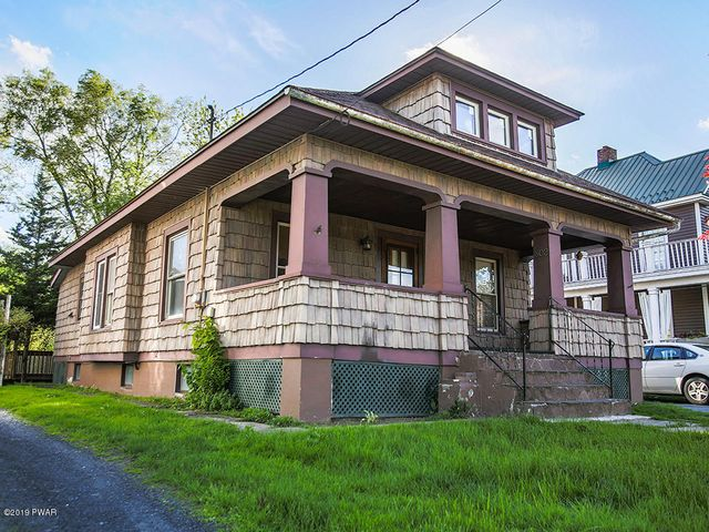 802 Delaware Dr, Matamoras, PA 18336