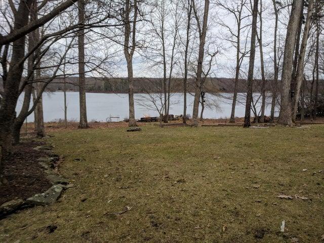 234 Fawn Lake Dr, Hawley, PA 18428