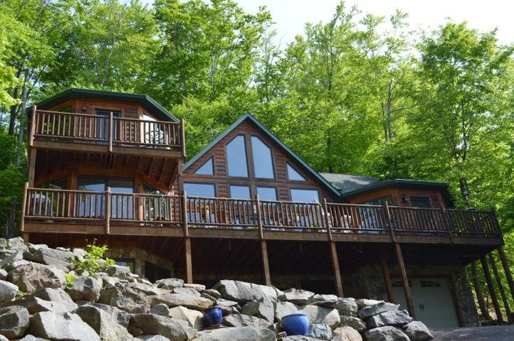1099 Lake Shore Dr, Lake Ariel, PA 18436