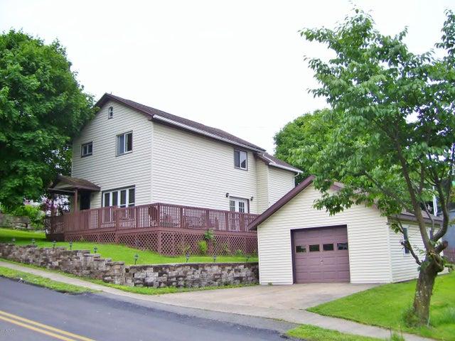 93 Wayne St, Carbondale, PA 18407