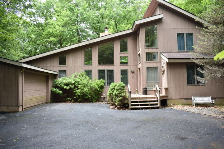 802 Whippletree Court West, Lords Valley, PA 18428