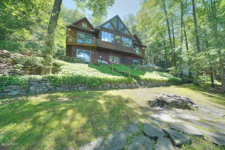438 Lakeside Dr, Lakeville, PA 18438