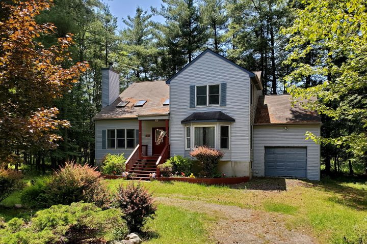 Spacious Contemporary, Great Vacation or Year Round Home