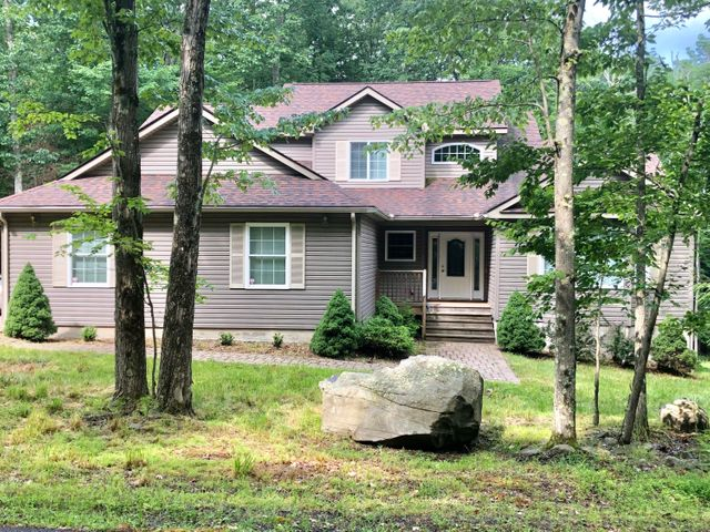 121 Tuckermans Ravine, Tafton, PA 18464