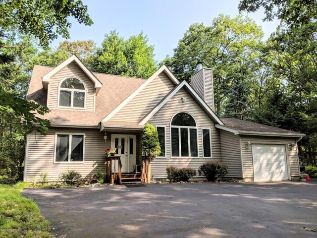 110 Appaloosa Dr, Lords Valley, PA 18428