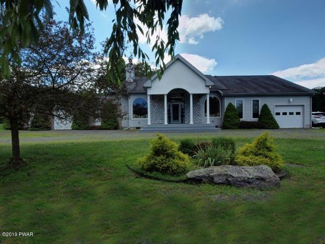 124 Orchard Dr, Lords Valley, PA 18428
