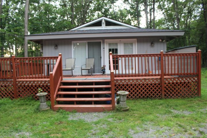263 Forest Ridge Dr, Hawley, PA 18428