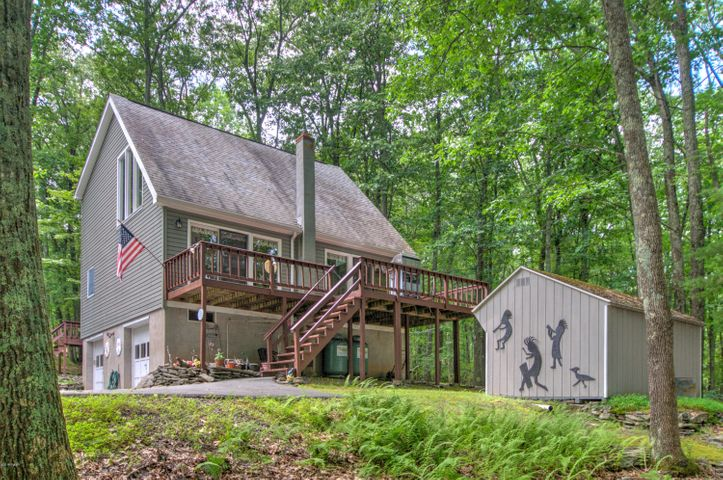124 Lower Lakeview Dr, Hawley, PA 18428