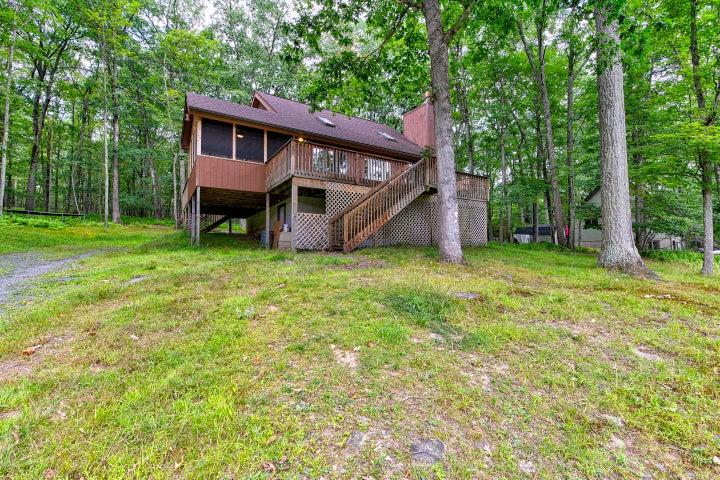 236 Lakeview Rd, Lackawaxen, PA 18435