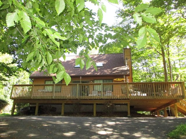 Chalet with 2 Bedrooms 2 Full Baths & Super Large Loft for more sleeping. Interior recently painted in soft hues.