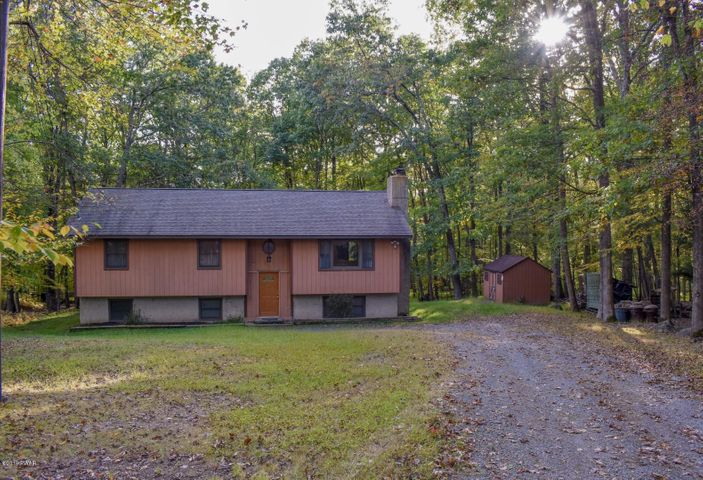 140 Cottonwood Dr, Hawley, PA 18428