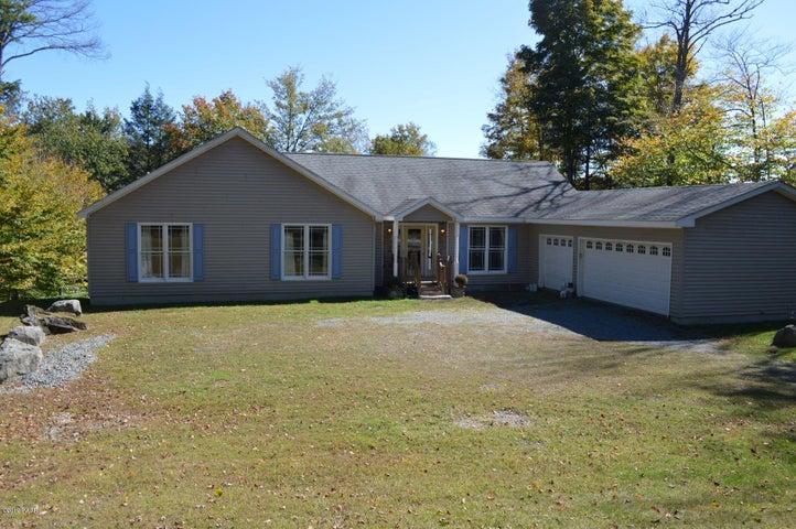 119 Lakeside Dr, Greentown, PA 18426
