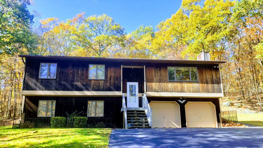 154 Wild Meadow Dr, Milford, PA 18337