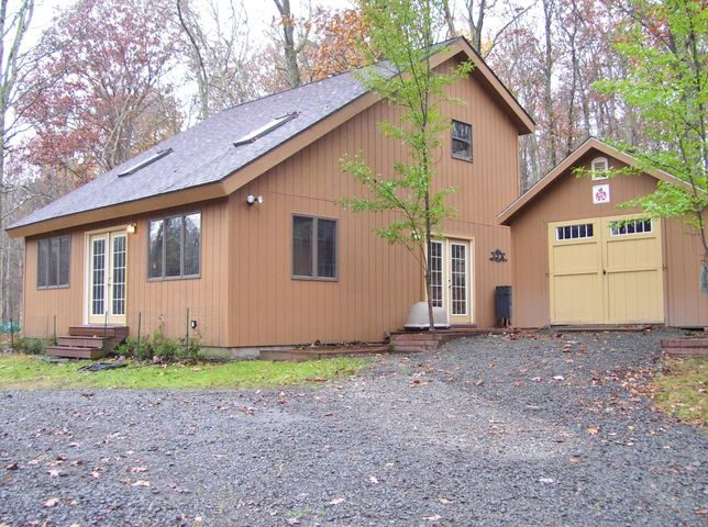 310 Falling Waters Blvd, Lackawaxen, PA 18435
