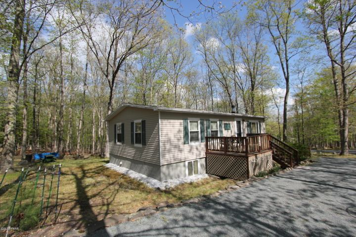 262 Upper Independence Dr, Lackawaxen, PA 18435