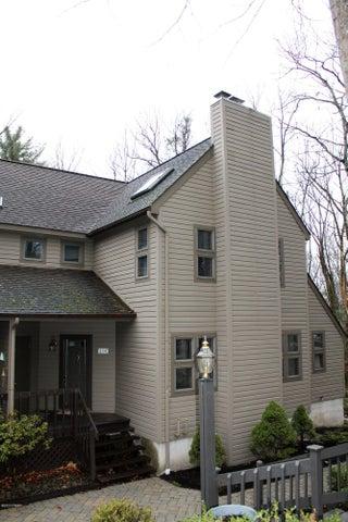 114 Woodmont Cir, Greentown, PA 18426