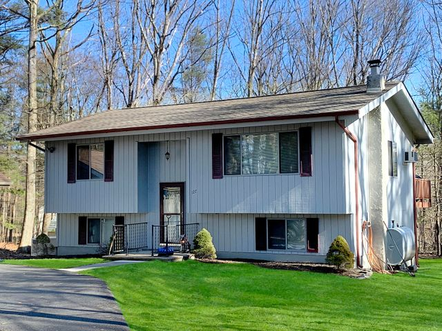 127 Mulberry Dr, Milford, PA 18337