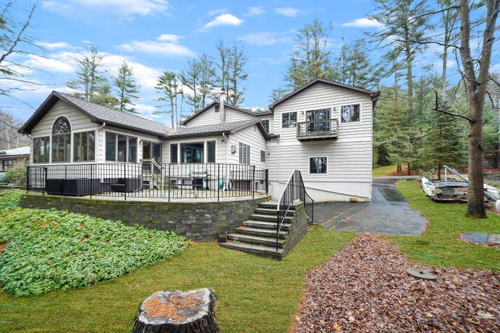 114 Colony Cove Rd, Tafton, PA 18464