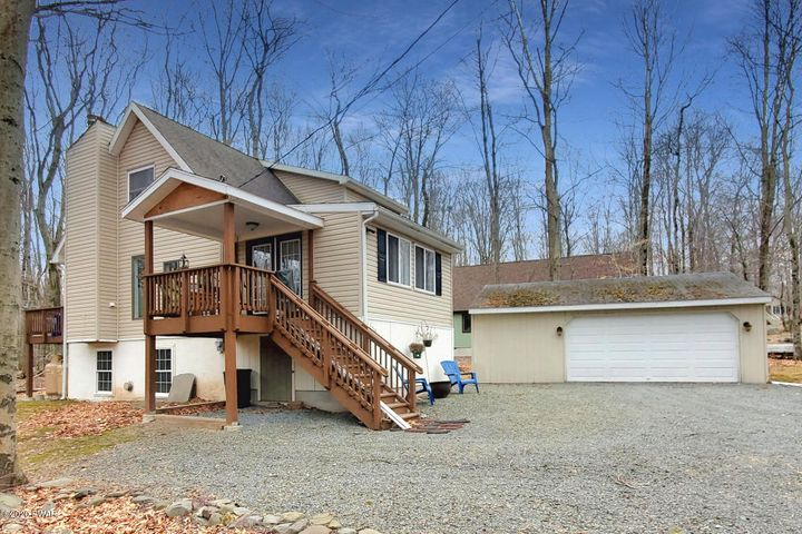1154 Indian Dr, Lake Ariel, PA 18436