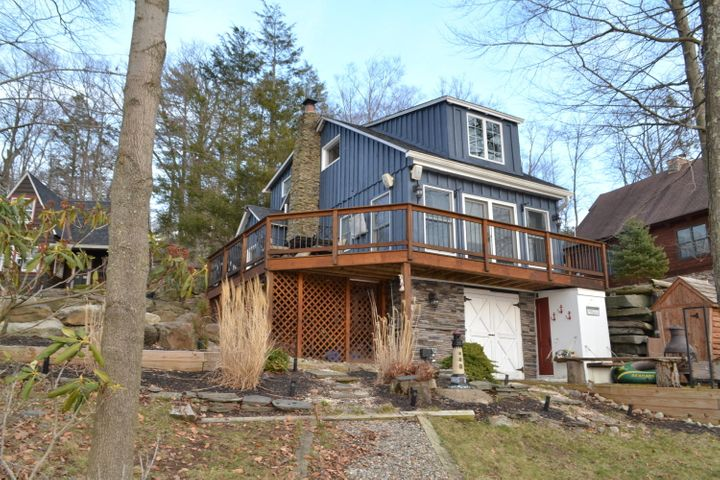 127 & 129 Cottage Lake Dr, Greentown, PA 18426