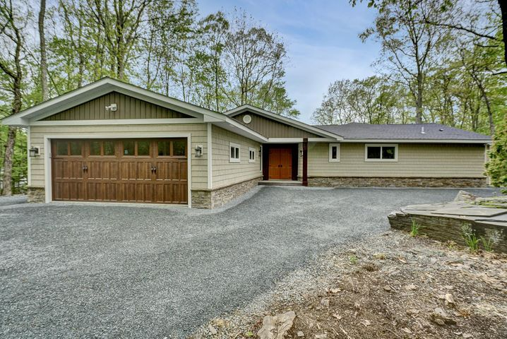 122 Broadmoor Dr, Lords Valley, PA 18428