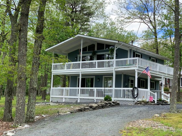 803 Gaskin Court N, Lords Valley, PA 18428