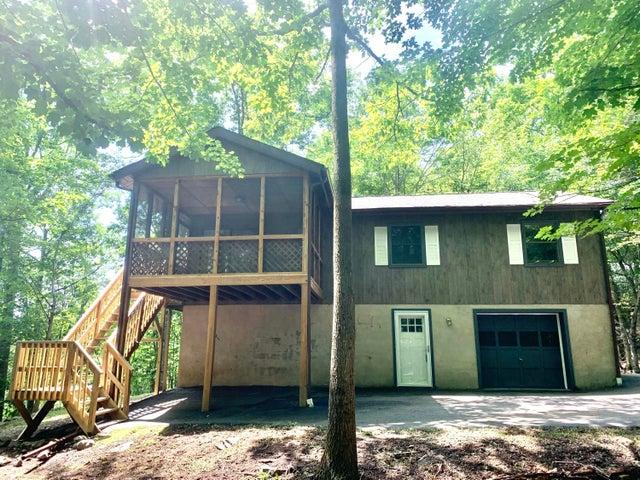 1064 Mustang Rd, Lake Ariel, PA 18436