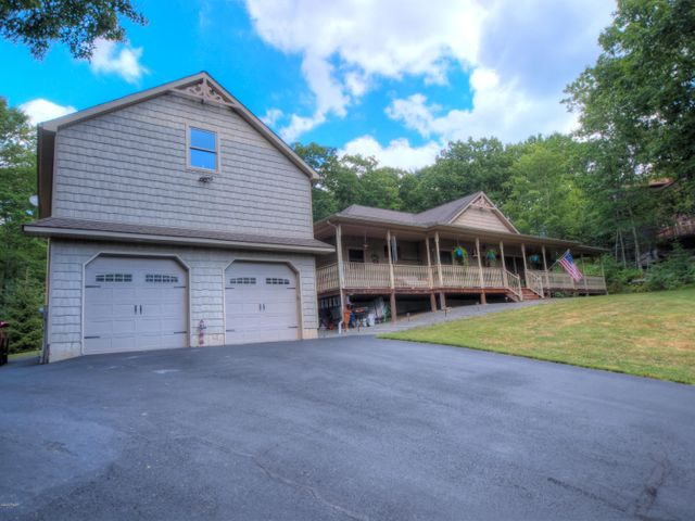 804 Peyton Pl, Lords Valley, PA 18428