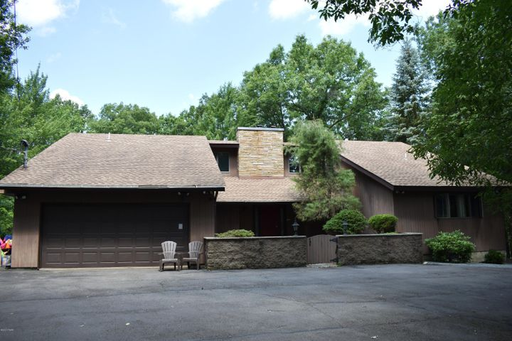 804 Cherry Court, Lords Valley, PA 18428