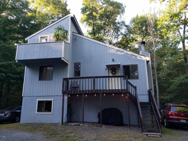 227 Chestnuthill Dr, Lake Ariel, PA 18436