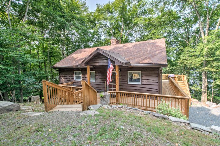 214 Laurel Ln, Greentown, PA 18426