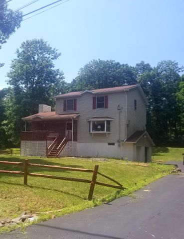 12524 High Meadow Dr, East Stroudsburg, PA 18302