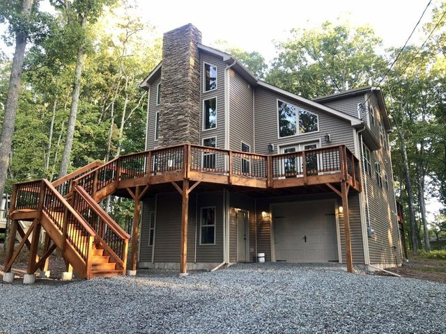 266 Lakeview Rd, Lackawaxen, PA 18435
