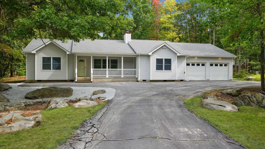 133 Willow Dr, Hawley, PA 18428