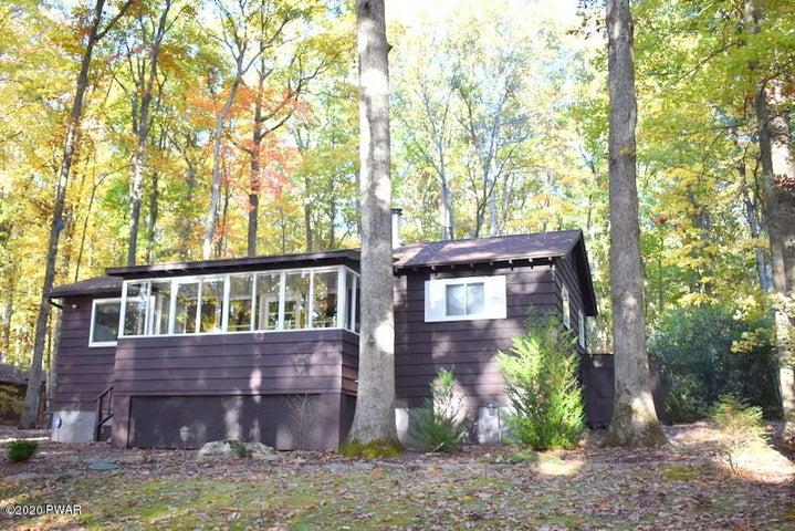 98 Whitney Lake Rd, Hawley, PA 18428