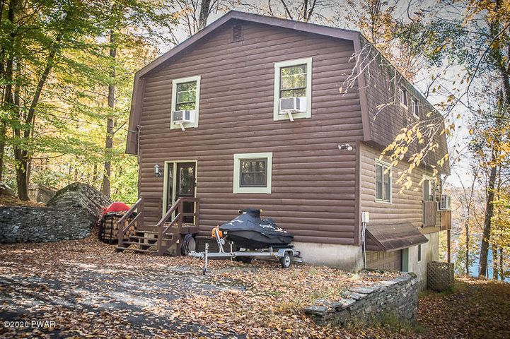 25 Roamingwood Rd, Lake Ariel, PA 18436