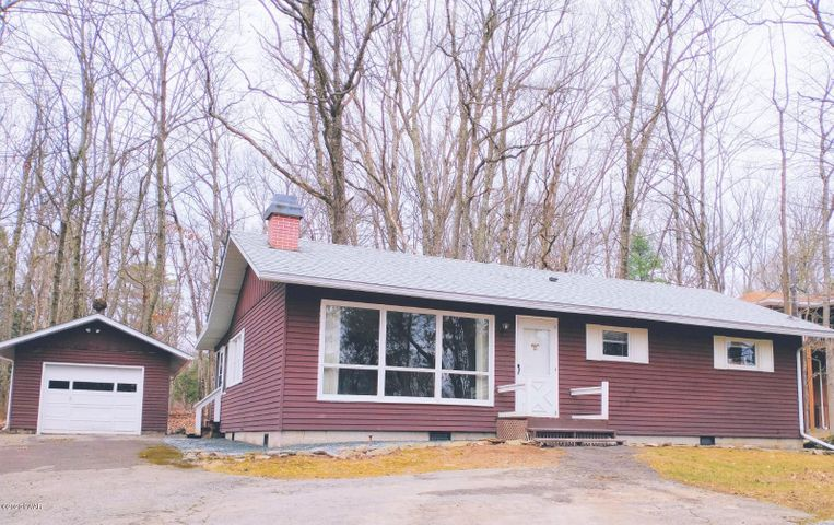 208 Hillside Dr, Lords Valley, PA 18428