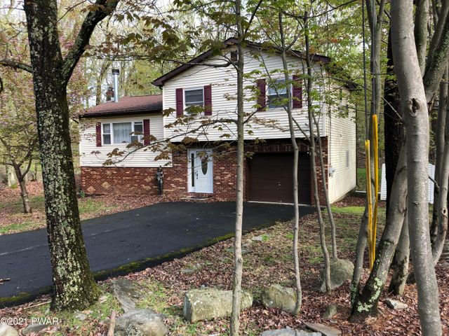 161 Lakeview Dr, Dingmans Ferry, PA 18328