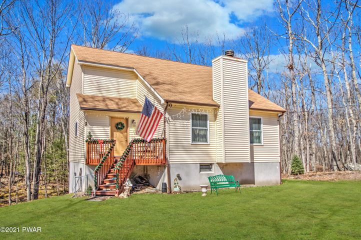 112 Ledgeview Dr, Hawley, PA 18428