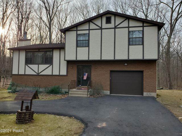 215 Oak Hill Rd, Hawley, PA 18428