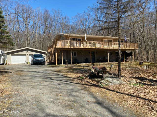 105 Canoebrook Dr, Lords Valley, PA 18428
