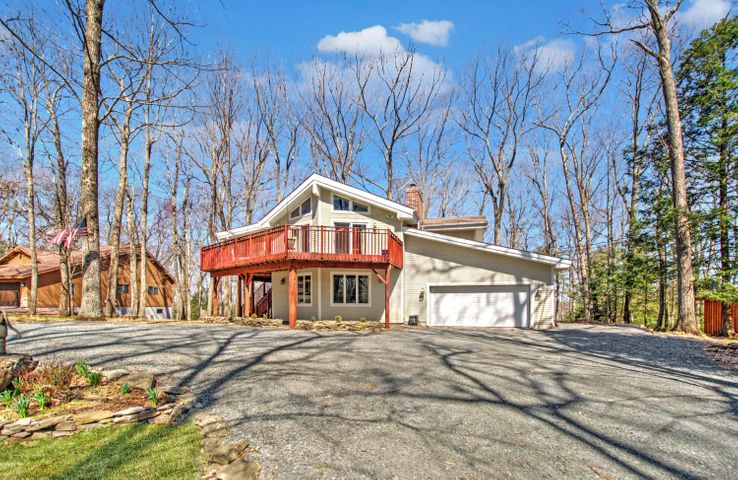 138 Cloud Crest Dr, Greentown, PA 18426